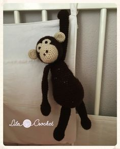 Chimpancé. Pattern by The Toft Alpaca Shop #chimpanzee #crafts #diy #crochet #ganchillo #amigurumi #edsanimals #handmade #hechoamano #tienda #trabajosporencargo #españa