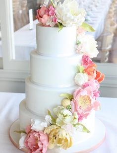wow - beautiful cake with wrapping flowers