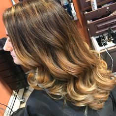 Balayage by me���� #roslyn #sweetxscapeinc #lovewhatido #cosmetology #highlights #balayage #browntoblonde #kaaral #keratherapy #wella #blondor #wellahair #goldwell #modernsalon #oneshot #btc #beautifulhair #behindthechair http://tipsrazzi.com/ipost/1524873577605032791/?code=BUpcHCQhutX
