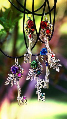 Tree of Rainbow Keys by Keyperscove @ deviantArt Key Jewelry, Cute Jewelry, Jewelery, Jewelry Accessories, Jewelry Making, Old Keys, Keys Art, Key Necklace, Necklaces
