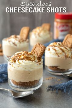 Easy and yum no-bake speculoos cheesecake shots. They look so elegant, perfect no-bake dessert for special occasions and celebrations. Dessert Speculoos, Cheesecake Speculoos, Easy Cheesecake Recipes, Cheesecake Desserts, Pumpkin Cheesecake, Dessert Recipes, Strawberry Cheesecake, Cheesecake Bites, Types Of Desserts