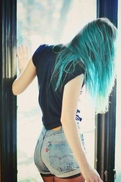 I want my hair like this. teal hairstyle.