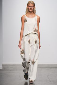 Creatures of Comfort - Spring Summer 2015 Ready-To-Wear - Shows - Vogue. Fashion Week 2018, New York Fashion, Runway Fashion, High Fashion, Fashion Show, Fashion Design, Fashion Ideas, Spring Summer 2015, Spring Summer Fashion
