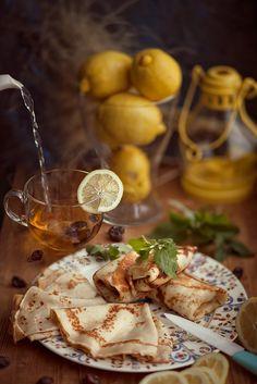 Блины горячие, чай с лимоном - все что нужно в морозный вечер в Петербурге. Фудфото (натюрморты) моя любовь.