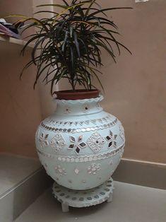 Diy Crafts For Home Decor, Diy Crafts Hacks, Diy Arts And Crafts, Handmade Crafts, Mirror Crafts, Vase Crafts, Mirror Art, Pottery Painting Designs, Pottery Designs
