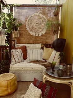 45 Wondrous Small Apartment Living Room 27 - Galoresolution Inc Patio Decorating Ideas On A Budget, Apartment Decorating On A Budget, Porch Decorating, Patio Ideas, Decor Ideas, Interior Design Living Room, Living Room Decor, Bedroom Decor, Small Apartment Living