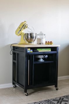 DIY Rolling Kitchen Island - Need some extra workspace and storage in your kitchen? Build this DIY kitchen cart on wheels - free plans by Jen Woodhouse! Rolling Kitchen Island, Diy Kitchen Island, Kitchen Cart, New Kitchen, Kitchen Decor, Kitchen Wood, Kitchen Storage, Kitchen Ideas, Kitchen Cabinets