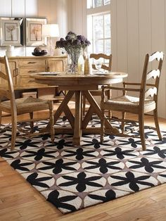 We Love The Charlotte Collection By Capel Rugs Williamsburg Are Made Of Wool And Loop Hooked With A Contemporary Style