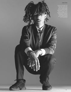 The new classic: Jaden Smith opted to ditch the skirts for slight more classic attire for his latest magazine cover shoot with British GQ Style Gq Style, Jada Pinkett Smith, Willow E Jaden Smith, Jaden Smith Fashion, Rick Owens Sneakers, Rapper, The New Classic, Gq Magazine, Magazine Covers