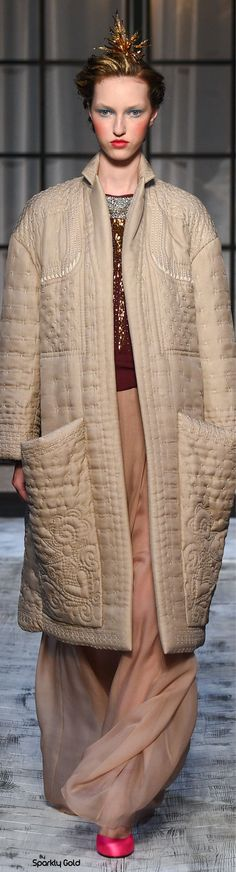 Schiaparelli Fall 2015 New ~Kennedy Chic Couture 2015, Couture Week, Couture Fashion, I Love Fashion, Trendy Fashion, Autumn Fashion, Fashion Design, Fashion 2016, Cool Coats