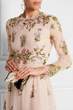 Ms-Mandy-M : Valentino Haute Couture Fashion Mode, Modest Fashion, High Fashion, Style Haute Couture, Couture Fashion, Valentino, Estilo Club, Evening Dresses, Prom Dresses