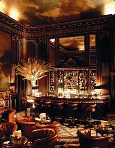 Cocktail Time: Le Bar Paris It's Friday. It's 5 o'clock on the East Coast and well past it in Paris. If I could, I'd be walking into the Le Meurice Hotel in Paris and finding myself a nice, comfortable… Bar Lounge, Lounge Design, Hotel Lounge, Cigar Lounge Decor, Lobby Lounge, Lounge Ideas, Le Meurice, Cafe Bar, Ancient Architecture