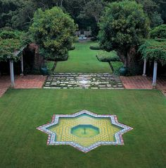 The central axis design of the main garden at Casa del Herrero, CA, features a star fountain with a water rill moving down through the garden. (I want a similar star tile fountain)