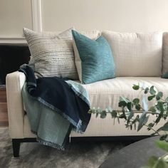BLOOM / A snapshot of a light and bright formal lounge Bloom Interior Design decorated recently. Throw and cushions from @bloomandco_australia.