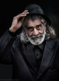 by maria joao arcanjo man, tipping hat, beard, gentleman face, portrait Old Faces, Many Faces, Foto Portrait, Portrait Photography, Interesting Faces, People Around The World, Beautiful People, Elder People, Sea Captain