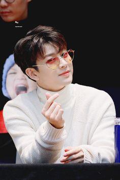 Kjne.~ Get ready show time  !   #ikon #ikonwallpaper #ikonshow #ikon0t7 #hanbin #bobby #jinhwan #yunhyeong #chanwoo #jonhoe #donghyuk Kim Jinhwan, Chanwoo Ikon, Yg Entertainment, Fandom, K Pop, Bobby, Ringa Linga, Dramas, Ikon Songs