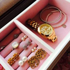 The essentials Cute Jewelry, Jewelry Box, Jewlery, Gold Jewellery, Preppy Essentials, Casual Chique, Diamond Are A Girls Best Friend, Jewelry Organization, Jewelry Storage