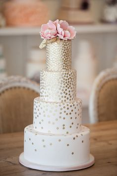 Lovely hand-painted gold sequin wedding cake❣ Beautiful Cake Pictures