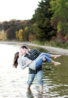 Cozy & Charming Fall Engagement Session..Awww