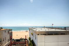 Recently Remodeled & Trendy Manhattan Beach Townhome w/New Furnishings, Wifi & Ocean Views - Outstanding Location! Walk to the Beach & Pier #travel #california