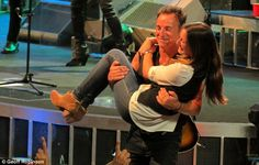 Daddy's little girl: After their dance, Bruce carried his daughter back to her place in the audience ...so sweet! <3
