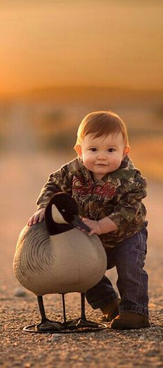 Special Bonds ❤️ Animals For Kids, Animals And Pets, Baby Animals, Cute Animals, Precious Children, Beautiful Children, Beautiful Babies, Cute Baby Pictures, Newborn Pictures