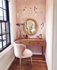 Violette FR's make up table Pink Room, Pink Wallpaper, Wallpaper Decor, New Room, Sweet Home, New Homes, Bedroom Decor, Bedroom Furniture, Interior Design