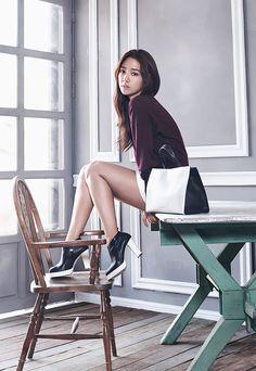 Park Shin Hye looks captivatingly elegant in her new advertisement campaign for 'Bruno Magli' Park Shin Hye, Gwangju, You're Beautiful, Beautiful Asian Women, Korean Actresses, Korean Actors, Korean Star, Korean Girl, Flower Boy Next Door