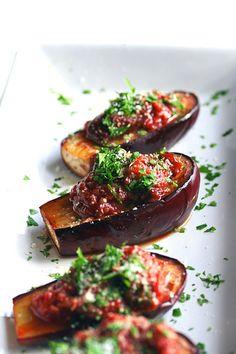 MINI BEREJENAS ASADAS CON SALSA CAPONATA (Roasted Baby Eggplant with Caponata Sauce) #RecetasFaciles #VerdurasMini