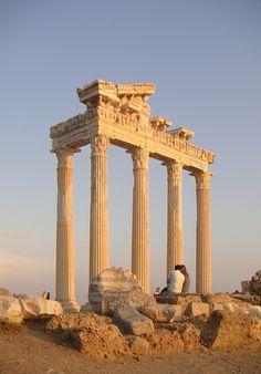 Side - Apollo Tempel