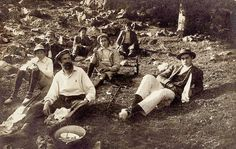 Lunchtime, the boys wearing espadrilles (1912)