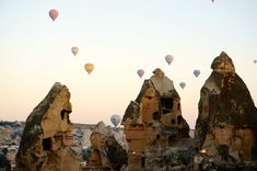 Balloons over I can't think of a better place for a balloon ride. Spectacular views of the beautiful ferry chimneys and cave churches! Balloon Rides, Hot Air Balloon, Turkey Destinations, Stuff To Do, Things To Do, Cappadocia Turkey, Photo Story, Budget Travel, Travel Inspiration