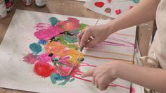 Watch this abstract flower painting workshop to create unique floral art with a carefree quality! Practice color mixing with wet-into-wet paint and master dramatic drips and layers in your other artwork as well with these tips and tricks.