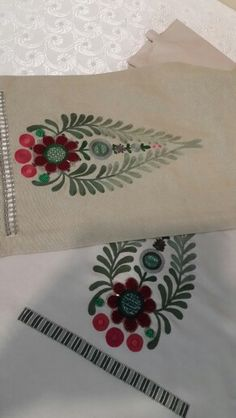 Holiday Susani Medallion Table Runner - Susani for Christmas Chain Stitch Embroidery, Tambour Embroidery, Hungarian Embroidery, Embroidery Motifs, Machine Embroidery, Embroidery Designs, Embroidered Towels, Thread Work, Embroidery Techniques