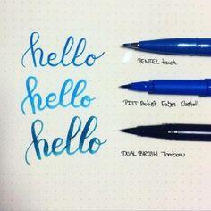 Comme cela m'avait été demandé, je voulais rédiger un billet sur la calligraphie. Or, je débute tout juste.J'ai bien commencé des recherches afin de me documenter et je pense à présent connaître les principaux termes. Toutefois, j'ai préféré demander à une experte d'écrire un article sur les bases de la calligraphie ! J'aime beaucoup ce… Lire la Suite Les bases de la calligraphie au Brushpen