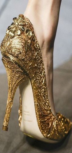 """We're not about minimalism, we're massimalismo..."" #DolceGabbana certainly leaves a hallmark of imperial gorgeousness with these #gold #heels."