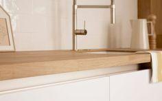 SCANDINAVISCHE KELLER KEUKEN  De Scandinavische stijl Keller Keuken in zijdeglanslak uitvoering gecombineerd met het massief houten aanrechtblad is erg geliefd ✔ Keller Keuken ✔ GL5100 Zijdeglanslak IJs ✔ Scandinavische stijl #Keuken #keukens #scandinavisch #scandinavischekeuken #keller #kellerkeuken #keukenstudiomaassluis #maassluis
