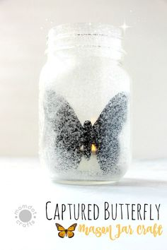 "Captured Butterfly : Mason Jar Craft Idea - Enjoy a Butterfly year round and the flickering light makes it seem ""alive""! Glitter Mason Jars, Mason Jar Candles, Painted Mason Jars, Mason Jar Crafts, Mason Jar Diy, Scented Candles, Crafts For Girls, Easy Crafts For Kids, Simple Crafts"