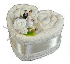 Unique Christmas Gifts for Mom That She'll Love – Towel Cakes , kunstdesign. Unique Christmas Gifts for Mom That She'll Love – Towel Cakes , kunstdesign. Christmas Gift Baskets, Christmas Gifts For Mom, Fall Gifts, Christmas Cakes, Wedding Gift Baskets, Wedding Gifts, Basket Gift, Fall Wedding, Wedding Towel Cakes