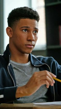 'Love, Simon' Star Keiynan Lonsdale Is Breakout Bisexual Heartthrob Amor Simon, Love Simon Movie, Simon Blue, Simon Spier, Conor Leslie, Jacques A Dit, Becky Albertalli, Great Love Stories, I Movie