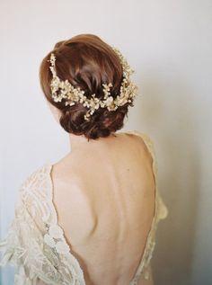 Delicate Gossypium Wedding Inspiration: http://bellesandbubbles.com/delicate-gossypium-wedding-inspiration | Photography: http://www.matolikeelyphotography.com