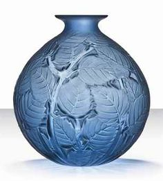 LALIQUE MILAN VASE, NO. 1025 DESIGNED 1929 Blown Glass Art, Art Deco Glass, Glass Paperweights, Glass Vase, Chandeliers, Vases, Glass Art Pictures, Glass Etching, Glass Design