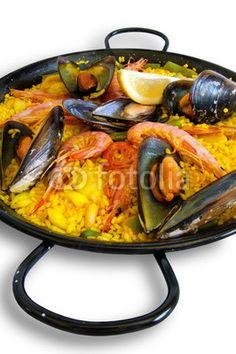 Traditional Spanish plate: paella valenciana