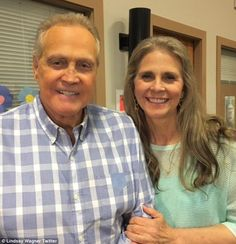'Together again': Bionic Woman Lindsay Wagner and Six Million Dollar Man Steve Austin reunited on the set of a family-friendly movie on 31 May 2017 in western Canada Catherine Bach, Steve Austin, Hollywood Stars, Classic Hollywood, Pulp Fiction, New Family Movies, Stars D'hollywood, Edith Gonzalez, Mejores Series Tv