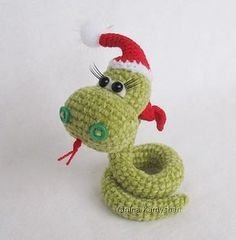 Christmas Snake amigurumi - free crochet pattern don't make the hat and it's just a regular snake :P (pdf)