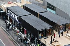 Londres: Boxpark, shopping pop-up – Ana Claudia Lopes Container Office, Container Shop, Cargo Container, Container Home Designs, Box Park, Container Restaurant, Shipping Container Homes, Shipping Containers, Container Buildings