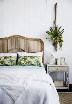 rattan headboard and tropical bedroom decor Home Bedroom, Bedroom Decor, Wicker Bedroom, Bedroom Retreat, Budget Bedroom, Rattan Headboard, Headboard Ideas, Above Bed Decor, Art Above Bed