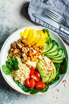 Check out these best quinoa recipes and cooking ideas. Here are 14 ways to make quinoa not boring, including quinoa bowls, quinoa salads, and instant pot quinoa. Best Quinoa Recipes, Vegan Breakfast Recipes, Lunch Recipes, Salad Recipes, Healthy Recipes, Vegetarian Recipes, Vegan Lunches, Vegetarian Lunch, Bloating After Eating