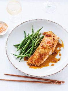 Ricardo gives you his fish recipes. A big variety of brimming with flavour recipes. Salmon Recipes, Fish Recipes, Healthy Recipes, Seafood Recipes, Healthy Food, Roasted Salmon, Grilled Salmon, Ricardo Recipe, Foil Pack Meals
