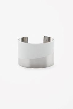 Rubber detail cuff